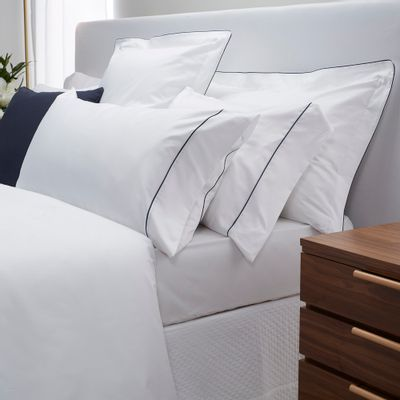 0101017488_999_1-CITY-WHITE-NAVY-BEDDING